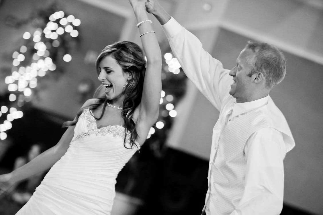 Simple Steps To Help You Throw A Great Engagement Party